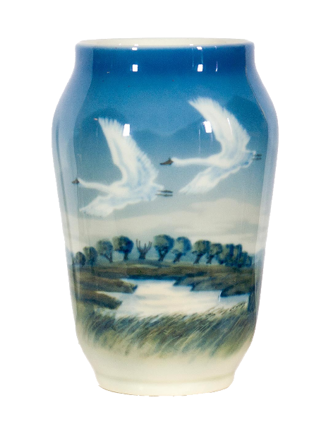 Vase with the image of flying swans.