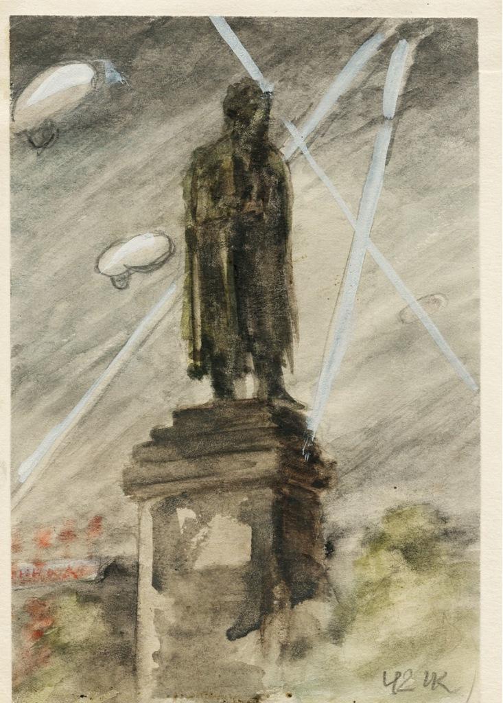 Памятник Пушкину. Аэростаты заграждения на защите московского неба.