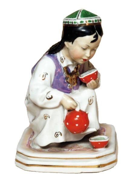 Скульптура «Маленькая хозяйка» («Девочка, разливающая чай»).