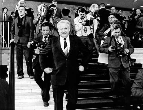 Б.Н. Ельцин выходит из партии.