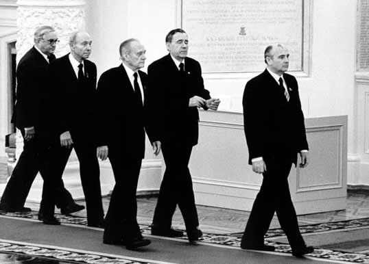 Члены Политбюро КПСС на похоронах К. Черненко.