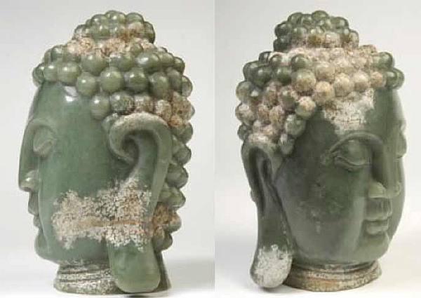 Голова Будды из зеленого нефрита.