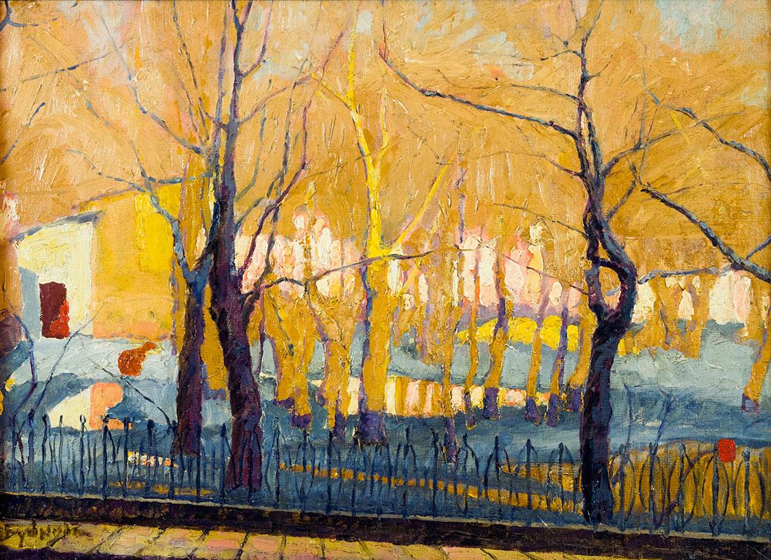 Пейзаж с деревьями и оградой.