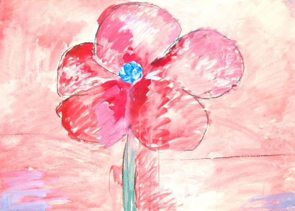 Красный цветок на красном фоне.