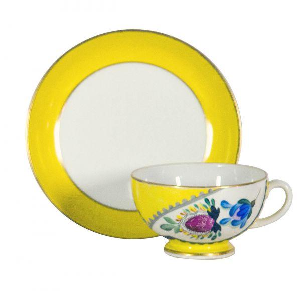 Чайная пара с цветочным орнаментом.