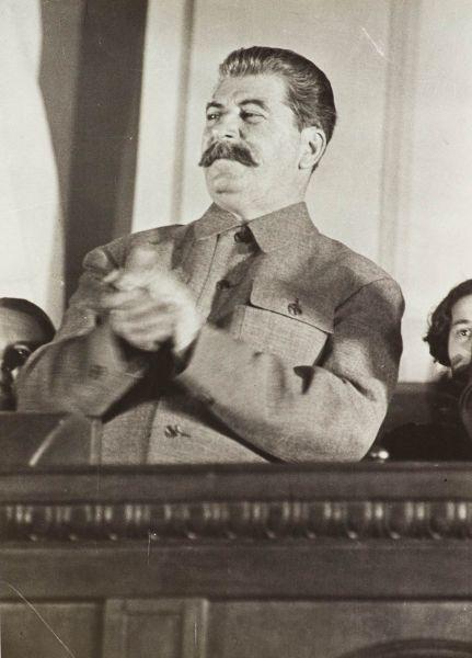 Сталин на совещании жен командиров РККА.