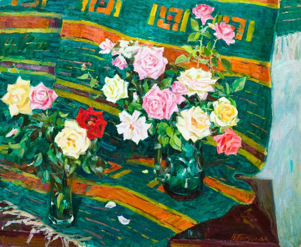 Розы на зеленом ковре.