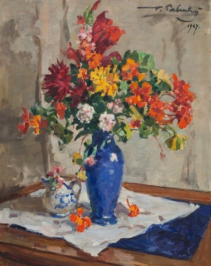 Цветы в голубой вазе.