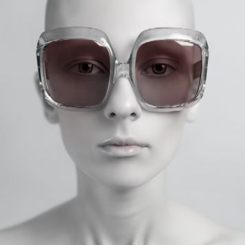 «Glasses-2» From the Series «Freaks». Картина предоставленная художественной галереей Айдан Салаховой.