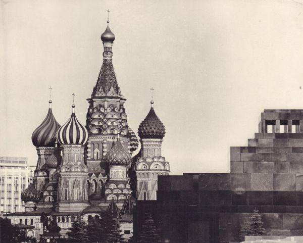 Мавзолей и храм Василия Блаженного.