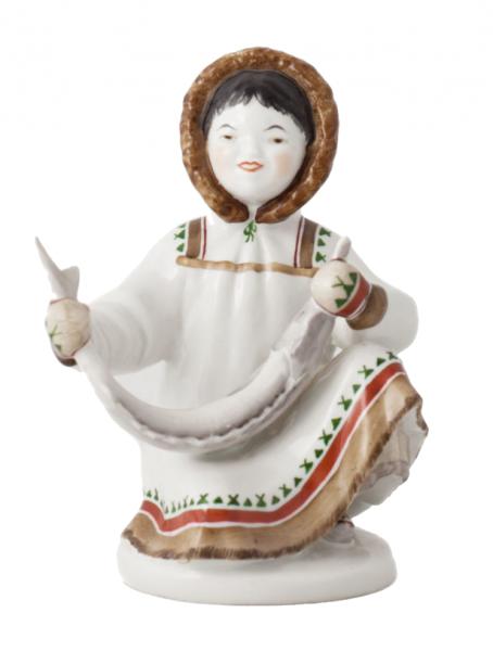 Скульптура «Якутка с севрюгой».