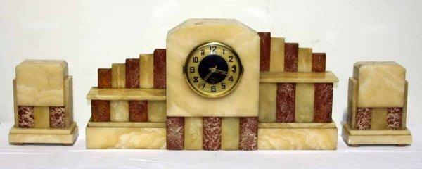 Часы и два настольных украшения в стиле Ар-Деко.