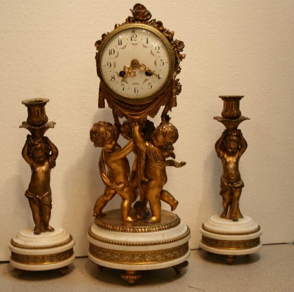 Часы и два подсвечника «Путти».